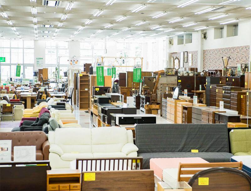 郊外型大型リユースショップ 「トレファクマーケット」の店舗内観