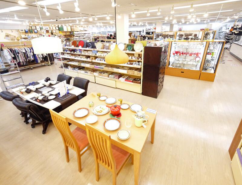 総合リユースショップ 「トレジャーファクトリー」 店舗の内観