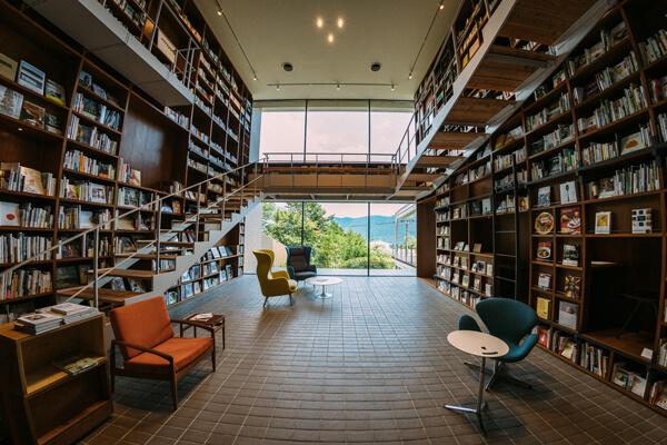 グッドデザイン賞ベスト100 書店機能付きライフスタイルホテル「箱根本箱」