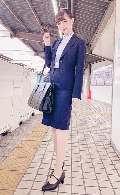 濃紺スーツでフレッシュに♡ミス駒澤NO.5 謝 梦頔さん