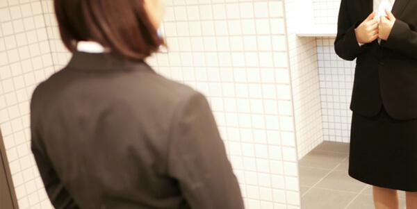チェック 1:シミ・シワのないピシッと決まったスーツ