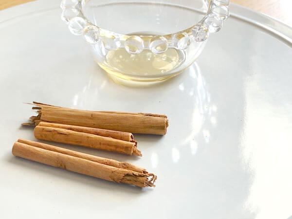 レモンやシナモンなどの香りの強いものをプラスするのも、独特の風味を消すのにうってつけ