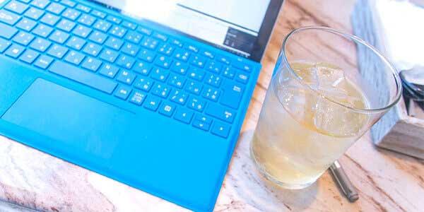 ビデオ通話を利用した飲み会『オンライン飲み会』が流行っています