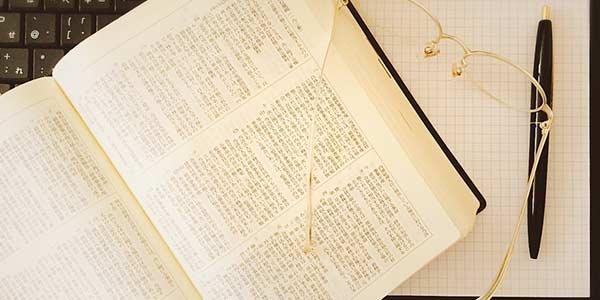 コンプライアンス  compliance という英語は、日本語に訳すと、「法令遵守」という意味