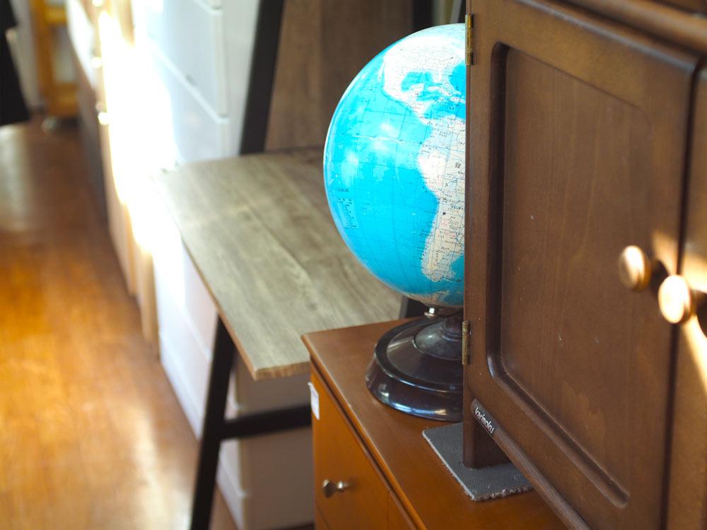 リユースショップにある地球儀