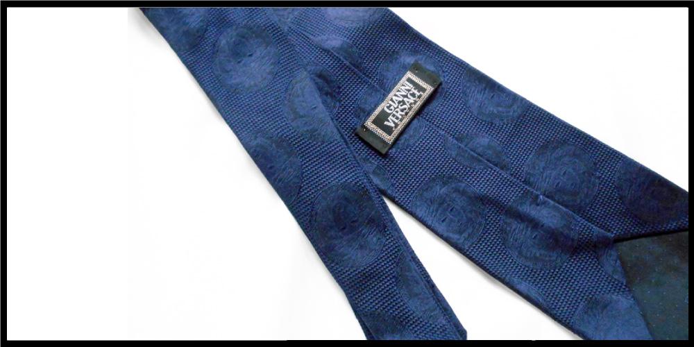 個性派なネクタイを探している40代におすすめのブランドが、VERSACE(ヴェルサーチ)
