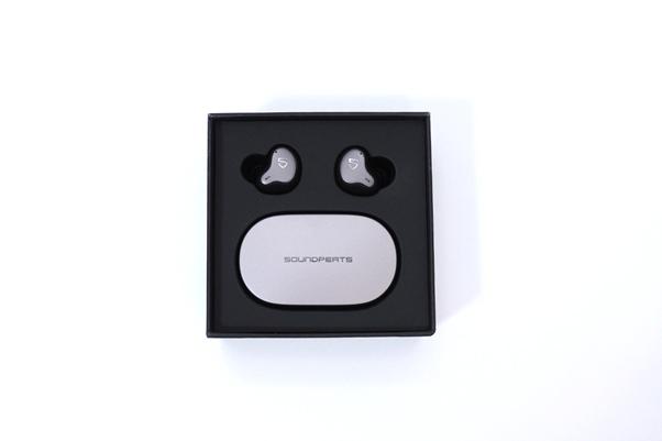 SoundPeatsのフラグシップモデルH1。ノイキャン不要なくらい遮音性が高く、音質も上々