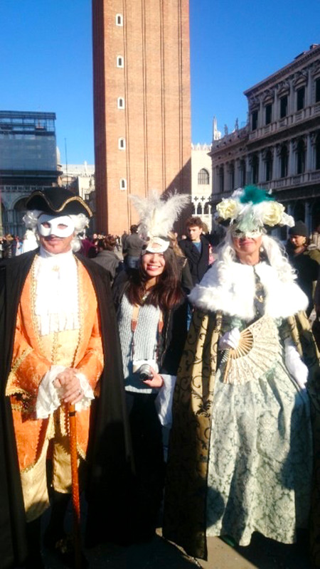 卒業記念のヨーロッパ旅行で、ヴェネチアのカーニバルに参加したときの写真