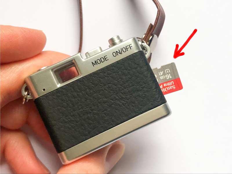 ここで注意したいのが、記録用のMicro SDカード(SDHCカードも可)は別売りということ。